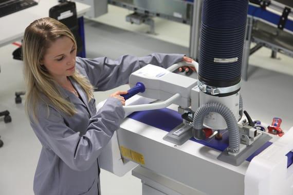 Ứng dụng sử dụng bơm hút chân không vận chuyển biến tần trong nhà máy sản xuất