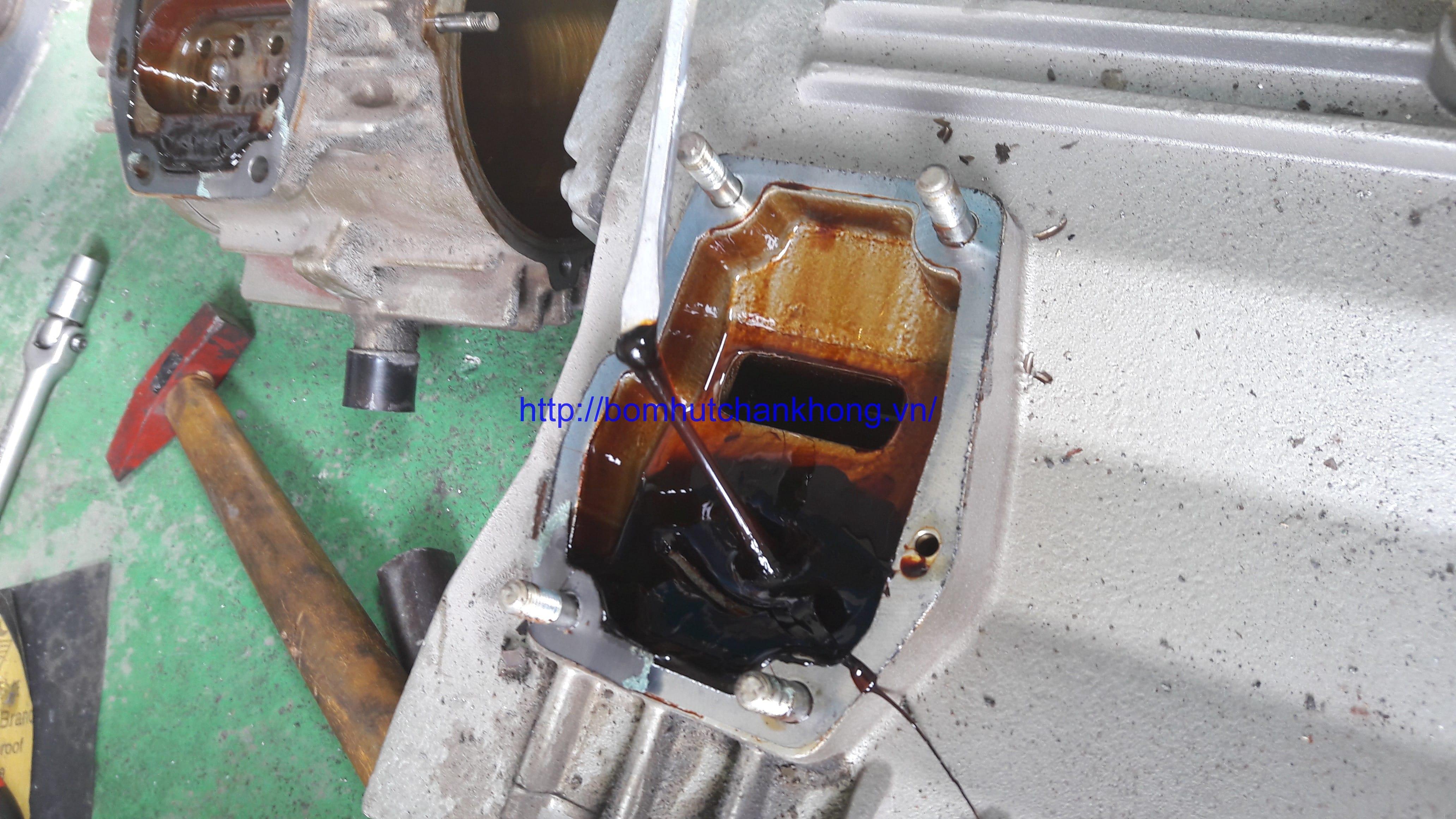 Nguyên nhân và cách sửa bơm hút chân không vòng dầu bị đóng keo dầu