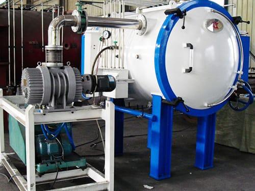 Ứng dụng lò nung nóng chảy bằng bơm chân không trong sản xuất cơ khí